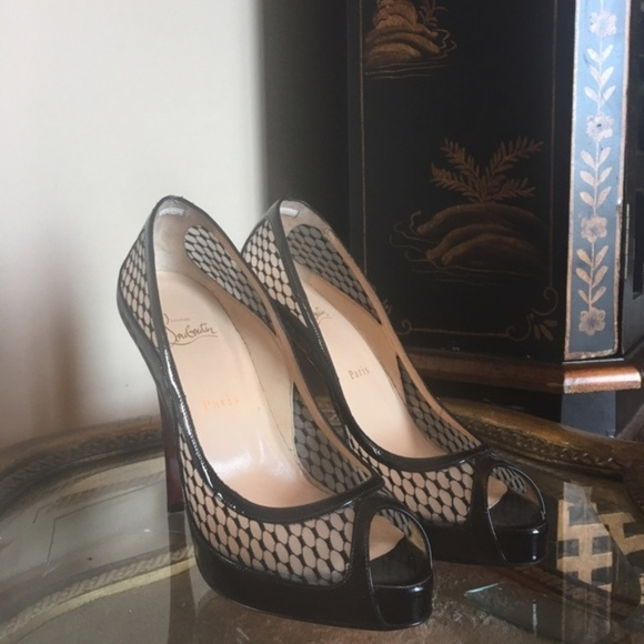 size 40 c7e65 7cd34 TODAY ONLY Christian Louboutin Fishnet Style Pumps